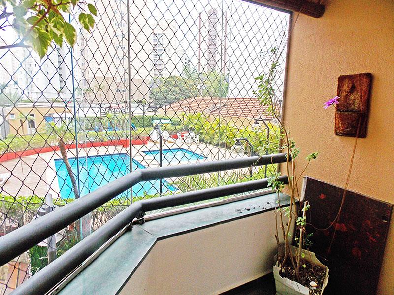 Jabaquara, Apartamento Padrão-Varanda com piso de ardosia e fechamento de vidro.