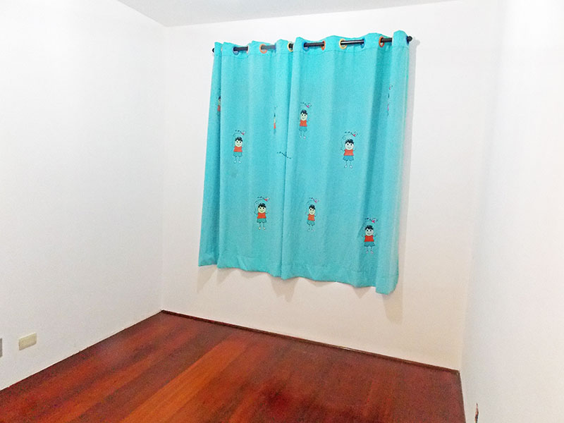 Jabaquara, Apartamento Padrão-2º dormitório com piso de carpete de madeira e armários planejados.