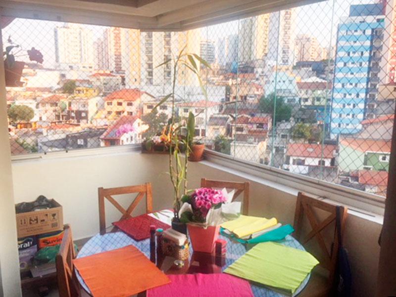 Jabaquara, Apartamento Padrão-Varanda com piso de porcelanato e fechamento em vidro.