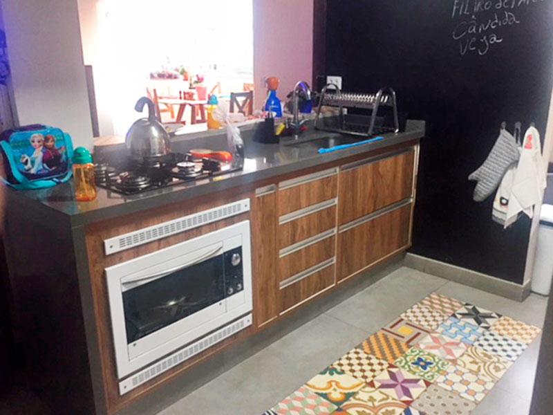 Jabaquara, Apartamento Padrão-Cozinha com piso de porcelanato, gabinete e pia de granito.