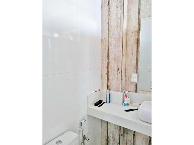 Sacomã, Apartamento Padrão-Banheiro da suite com piso de cerâmica e pia sobreposta.