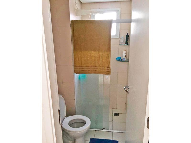Jabaquara, Apartamento Padrão-Banheiro social com piso de cerâmica e box de vidro.