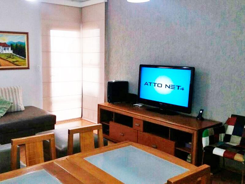 Sacomã, Apartamento Padrão - Sala com piso laminado e acesso a varanda.