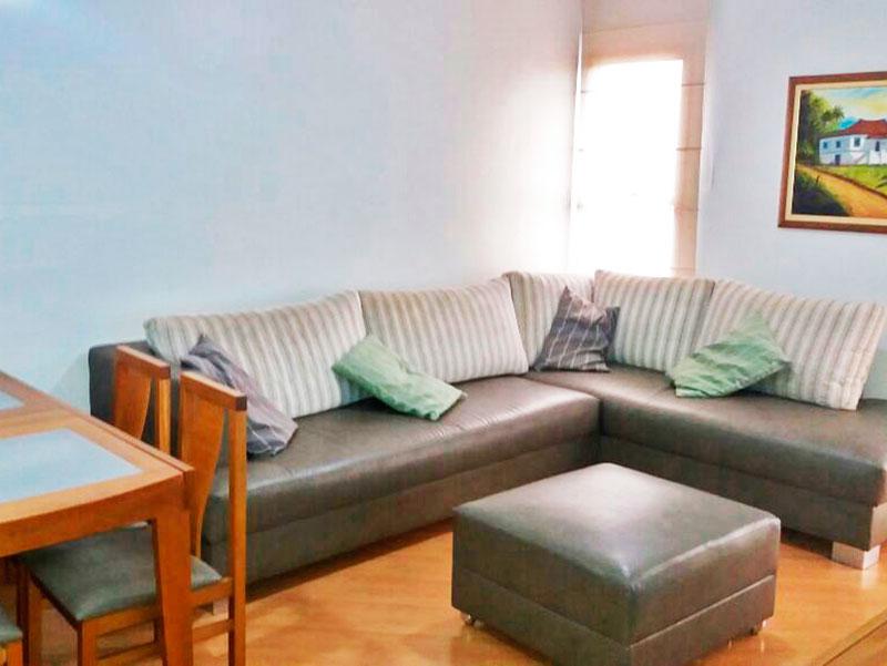 Sacomã, Apartamento Padrão-Sala com piso laminado e acesso a varanda.