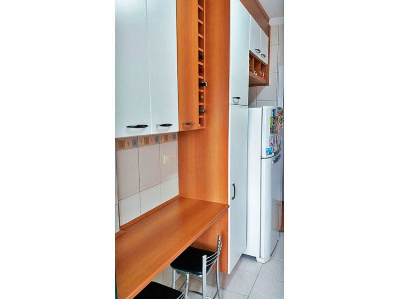 Sacomã, Apartamento Padrão-Cozinha com piso de cerâmica, teto com moldura de gesso, armários planejados, gabinete, pia de granito a com acesso a área de serviço.