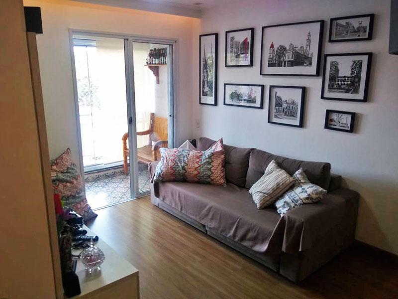 Jabaquara, Apartamento Padrão-Sala com piso laminado, teto com sanca de gesso, iluminação embutida e acesso a sacada.