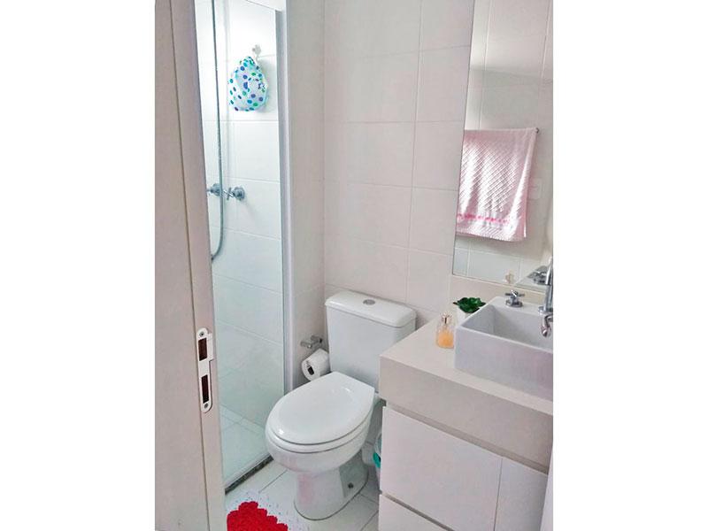 Jabaquara, Apartamento Padrão-Banheiro da suite com piso de cerâmica, gabinete, pia sobreposta e box de vidro.