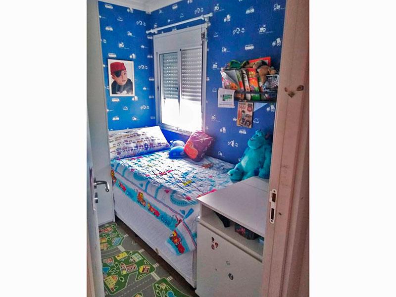 Jabaquara, Apartamento Padrão-3º dormitório com piso laminado, teto com sanca de gesso e armários planejados.