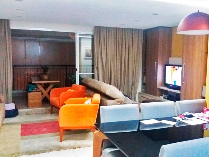 Jabaquara, Apartamento Padrão - Sala com piso de porcelanato, teto com sanca, armários planejados e com acesso a varanda gourmet.
