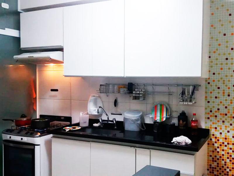 Jabaquara, Apartamento Padrão-Cozinha com piso de cerâmica, gabinete e pia de granito.