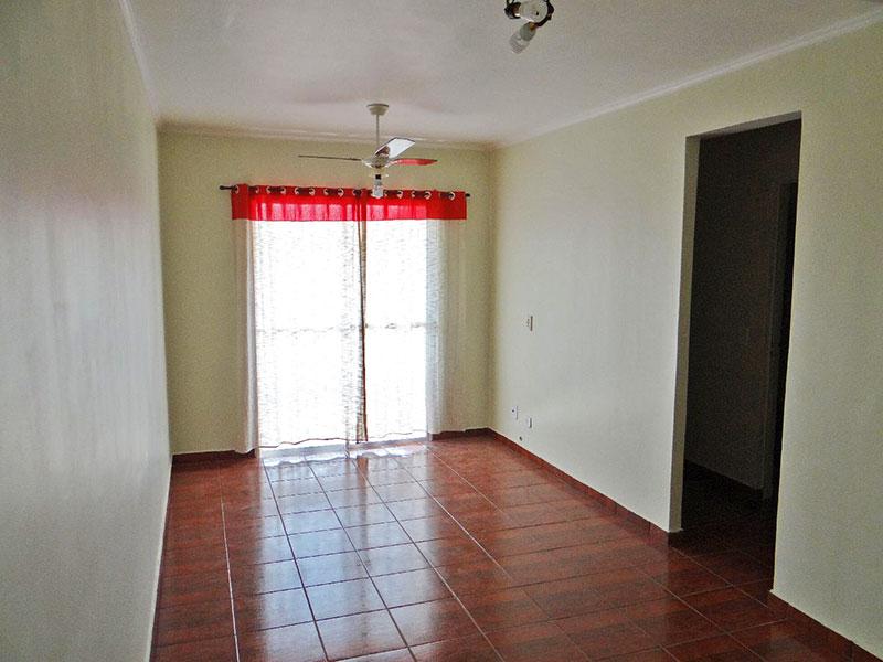 Jabaquara, Apartamento Padrão-Sala com piso se cerâmica, teto com moldura de gesso e acesso a varanda.