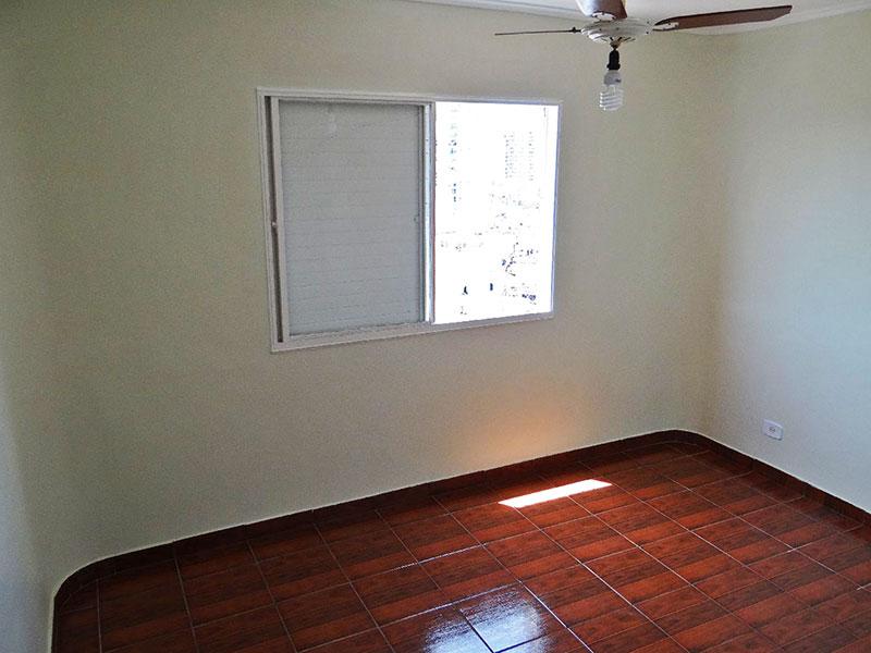 Jabaquara, Apartamento Padrão-3º opcional com piso de cerâmica e teto com moldura de gesso.