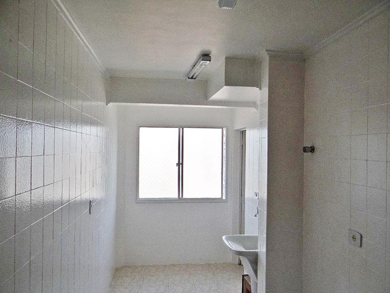 Jabaquara, Apartamento Padrão-Área de serviço com piso de cerâmica e teto com moldura de gesso.
