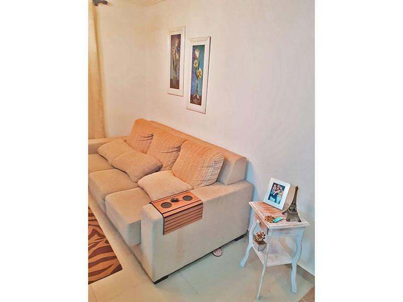 Sacomã, Apartamento Padrão - Sala com piso de porcelanato, teto com moldura de gesso com acesso a varanda.