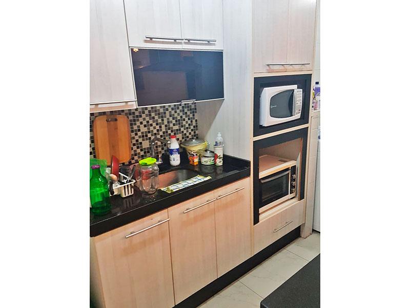 Sacomã, Apartamento Padrão-Cozinha americana integrada com a área de serviço com piso de porcelanato, teto com moldura de gesso, armários