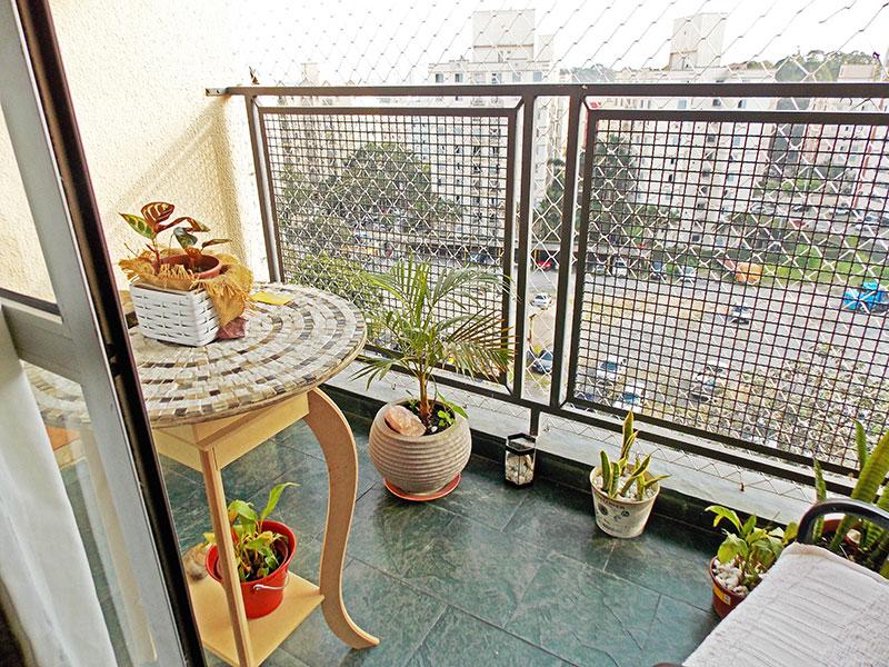 Sacomã, Apartamento Padrão-Sacada com piso de ardosia e tela de proteção.