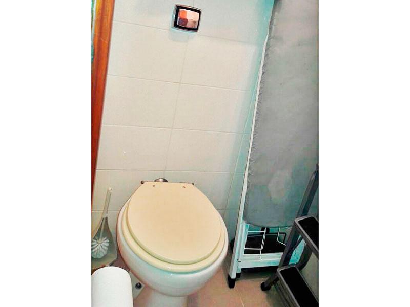 Jabaquara, Apartamento Padrão-Banheiro da área de serviço com piso de cerâmica.