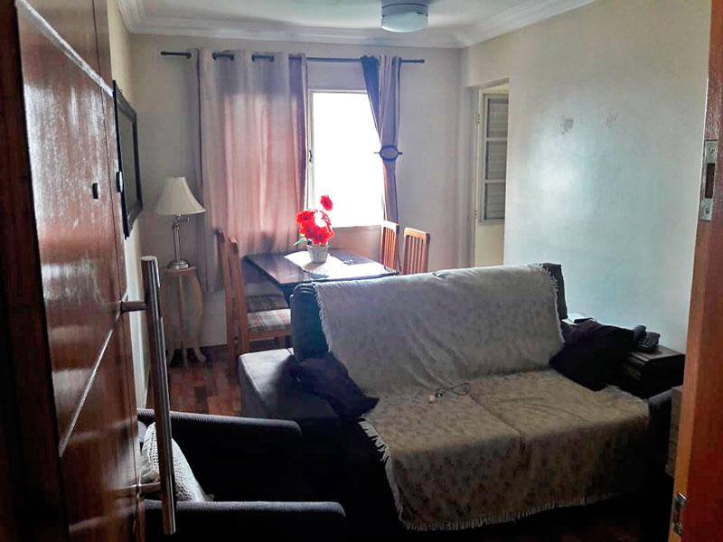 Ipiranga, Apartamento Padrão-Sala com piso de taco e teto com moldura de gesso.