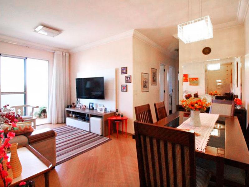 Sacomã, Apartamento Padrão - Sala em L com piso de laminado, teto com moldura de gesso e acesso a varanda.