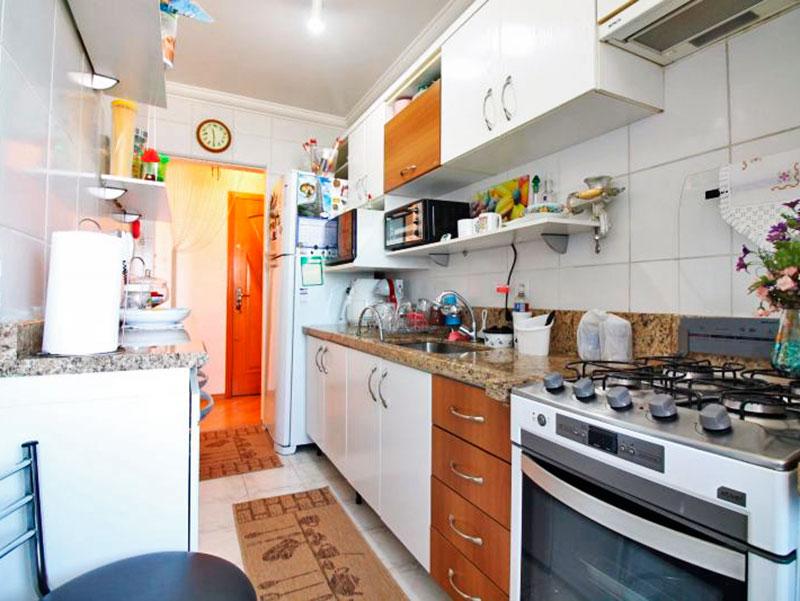 Sacomã, Apartamento Padrão-Cozinha com piso de cerâmica, teto com moldura de gesso, gabinete, pia de granito e acesso a área de serviço.