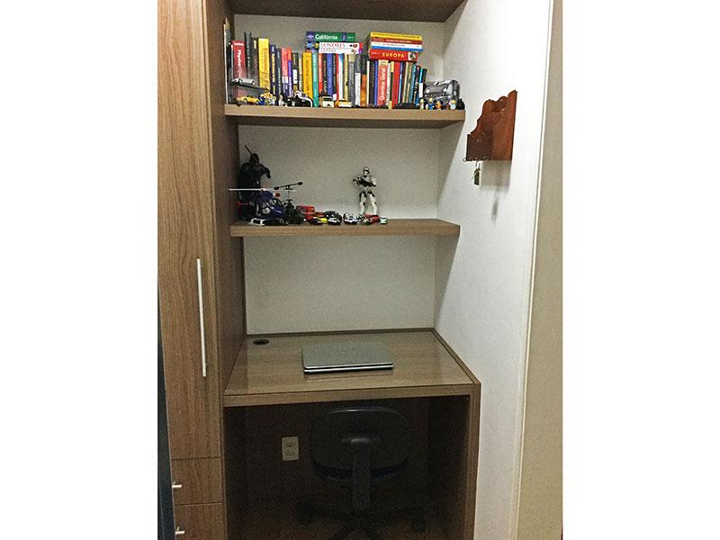 Jabaquara, Apartamento Padrão-Dependência de empregada com piso de laminado e armários planejados.