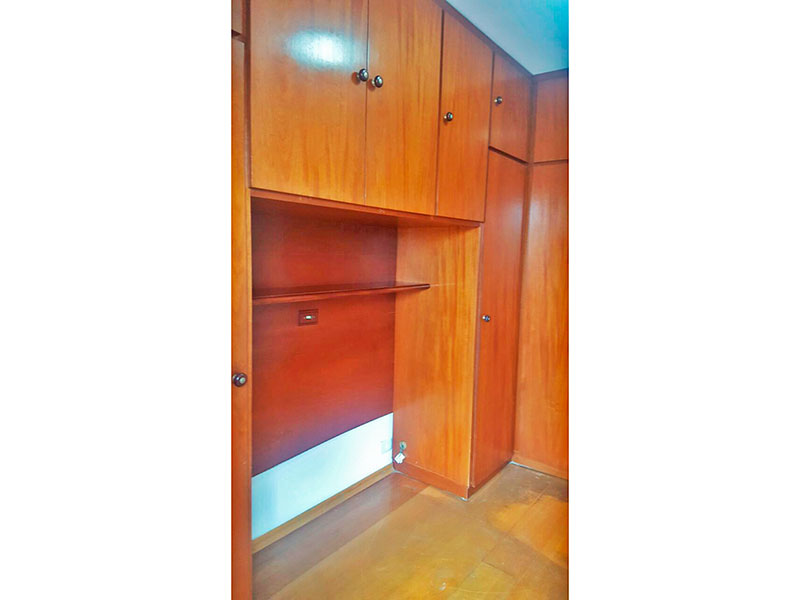 Jabaquara, Apartamento Padrão-1º quarto com piso de madeira, teto com moldura de gesso, armários planejados e acesso a varanda