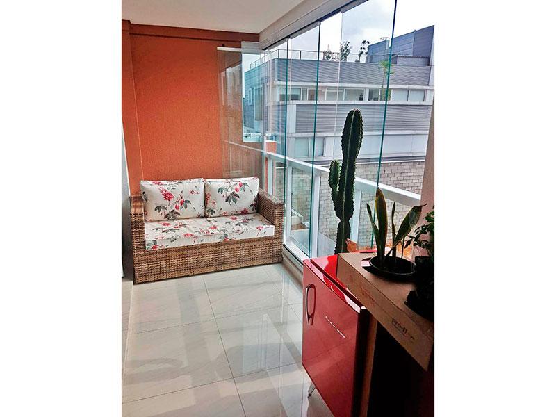 Ipiranga, Apartamento Padrão-Varanda gourmet com piso de porcelanato e fechamento de vidro.