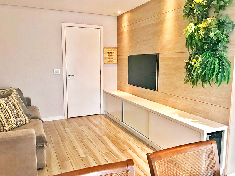 Ipiranga, Apartamento Padrão-Sala com piso de laminado, teto com sanca, iluminação embutida e acesso a varanda.