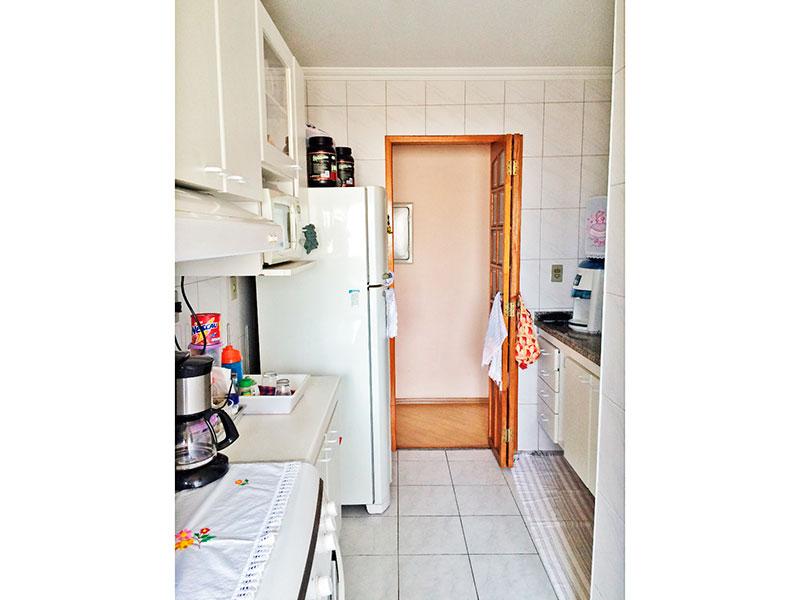 Sacomã, Apartamento Padrão-Cozinha com piso de cerâmica, teto com moldura de gesso, armários planejados, gabinete, pia de granito e acesso a area de serviço.