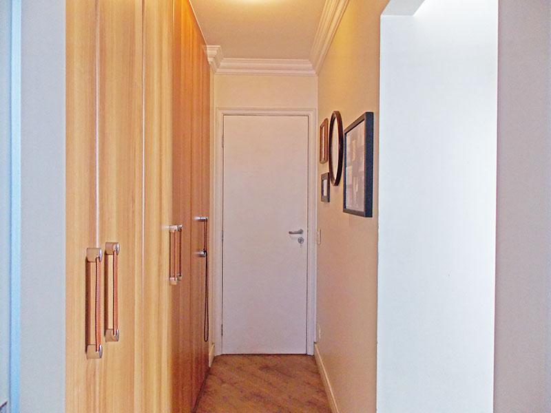 Jabaquara, Apartamento Padrão-Closet com piso de laminado e teto com moldura de gesso.