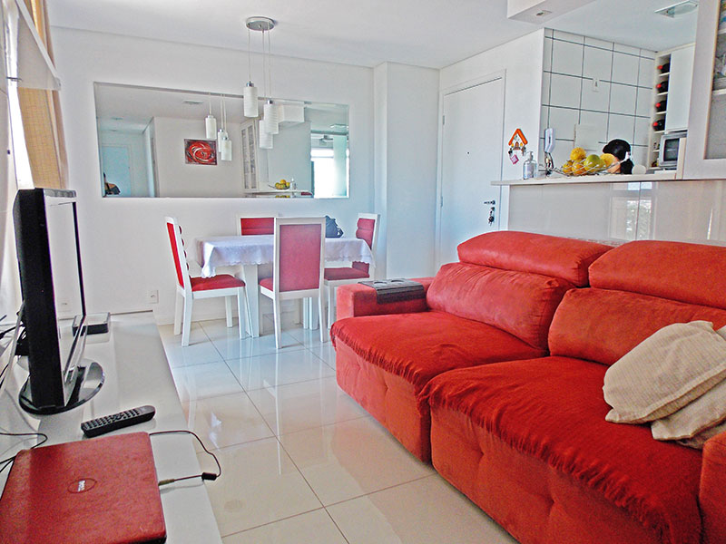 Sacomã, Apartamento Padrão-Sala com piso de porcelanato, teto com sanca, iluminação embutida e acesso a varanda.
