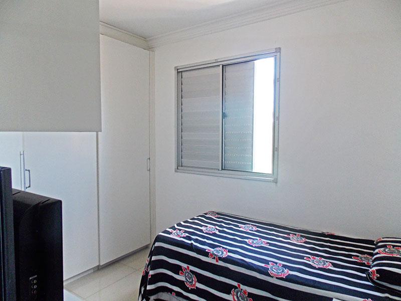 Sacomã, Apartamento Padrão-2º Quarto com piso de porcelanato, teto com moldura de gesso e armários planejados.