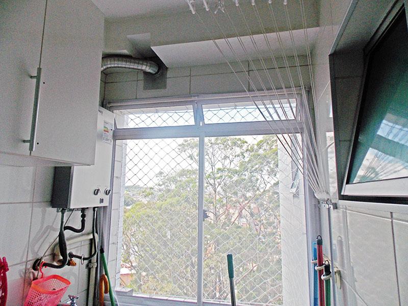 Sacomã, Apartamento Padrão-Área de serviço com piso de porcelanato e aquecedor de passagem.