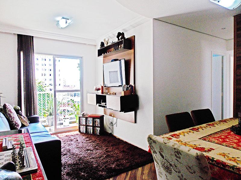Ipiranga, Apartamento Padrão - Sala em L com piso de laminado, teto com sanca de gesso e acesso a sacada.