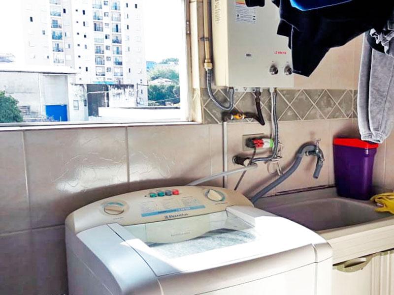 Jabaquara, Apartamento Padrão-Área de serviço com piso de cerâmica e aquecedor de passagem.