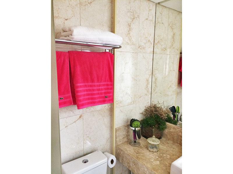 Sacomã, Apartamento Padrão-Banheiro da suíte com piso de porcelanato, teto com sanca e pia sobreposta