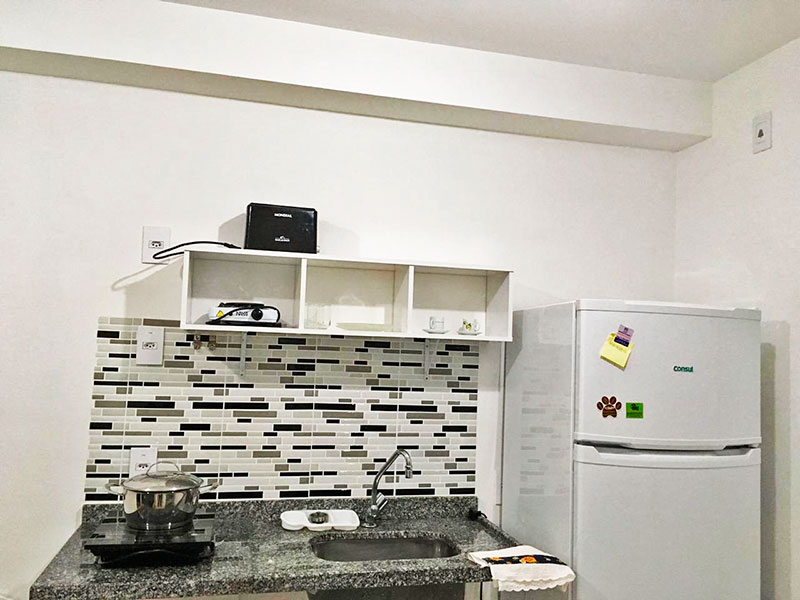 Ipiranga, Apartamento Padrão-Cozinha com piso de cerâmica e box de vidro.