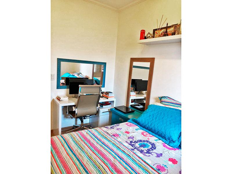 Sacomã, Apartamento Padrão-1º Quarto com piso de laminado e teto com moldura de gesso.