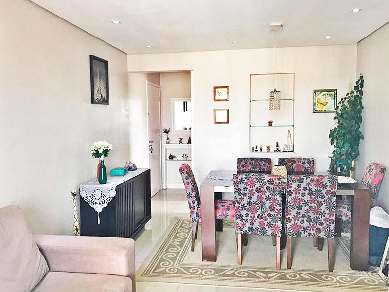 Sacomã, Apartamento Padrão-Sala com piso de porcelanato, teto com sanca, iluminação embutida e acesso a varanda gourmet.