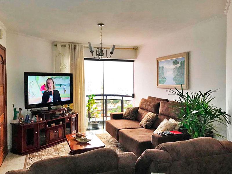 Ipiranga, Apartamento Padrão - Sala irregular com dois ambientes, com piso de cerâmica, teto com moldura de gesso e acesso a sacada.