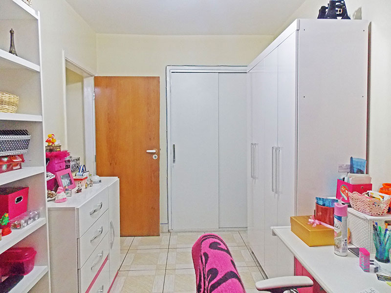 Ipiranga, Apartamento Padrão-2º Quarto com piso de cerâmica e armários embutidos.