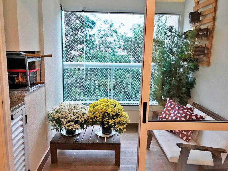Ipiranga, Apartamento Padrão-Varanda com piso de cerâmica, pia de granito e fechamento de vidro.