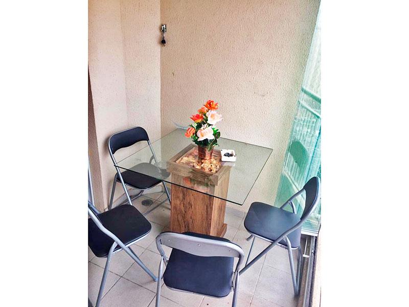 Sacomã, Apartamento Padrão-Varanda gourmet com piso de cerâmica, pia de granito e fechamento de vidro.