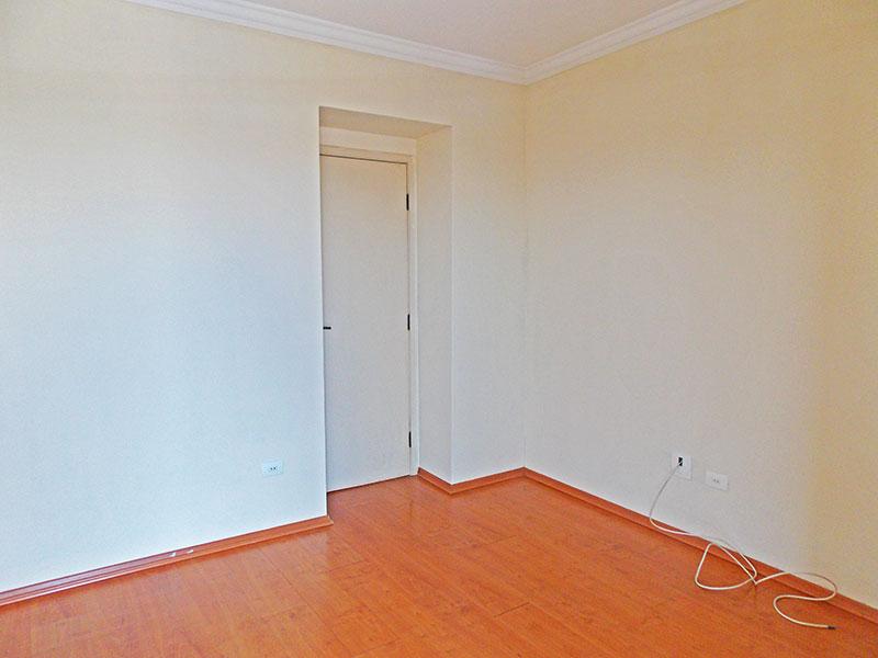 Sacomã, Apartamento Padrão-Suíte com piso de laminado, teto com moldura de gesso e acesso a varanda.