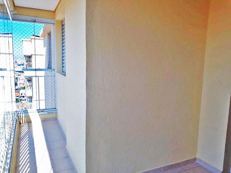 Sacomã, Apartamento Padrão-Varanda com piso de cerâmica, gabinete, pia de granito e fechamento de vidro.