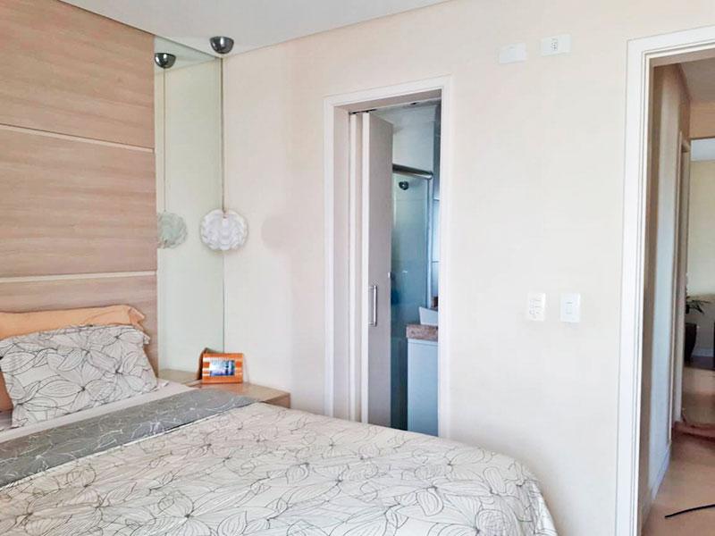 Sacomã, Apartamento Padrão-Suíte com piso de laminado e teto com sanca.
