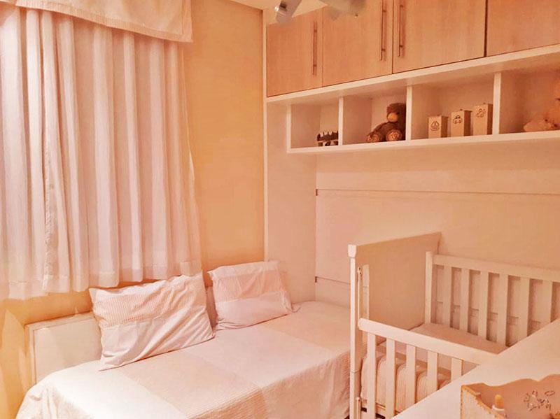 Sacomã, Apartamento Padrão-3º Quarto com piso de laminado, teto com sanca e armários planejados.