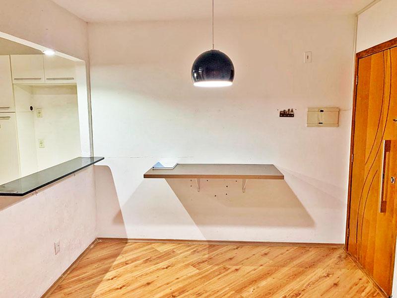 Sacomã, Apartamento Padrão-Sala com piso de laminado e acesso a varanda.