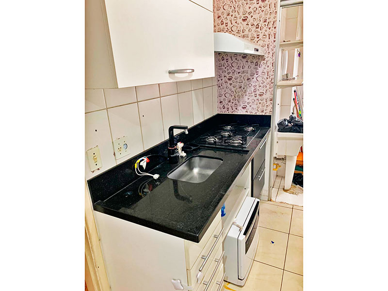 Sacomã, Apartamento Padrão-Cozinha com piso de cerâmica, gabinete, cooktop, pia de granito e acesso a área de serviço.