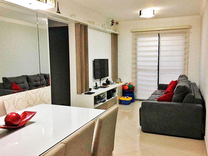 Sacomã, Apartamento Padrão - Sala com 02 ambientes, com piso de porcelanato, teto com moldura de gesso e acesso a varanda.